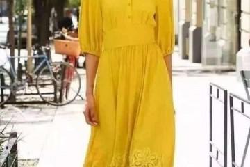 春天离别烦闷调配试试明星都在穿的淡黄色长裙显白又时尚