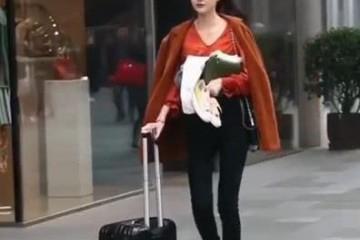 街拍时髦穿搭超级有范的小姐姐这大长腿也太蛮横了吧