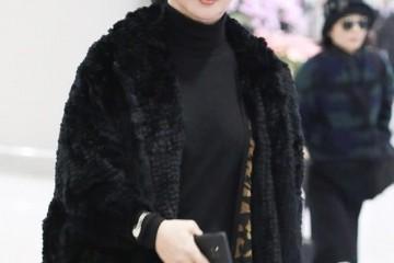 金星总能穿出女人味黑色大衣叠穿豹纹开衫又美又飒美出高档感